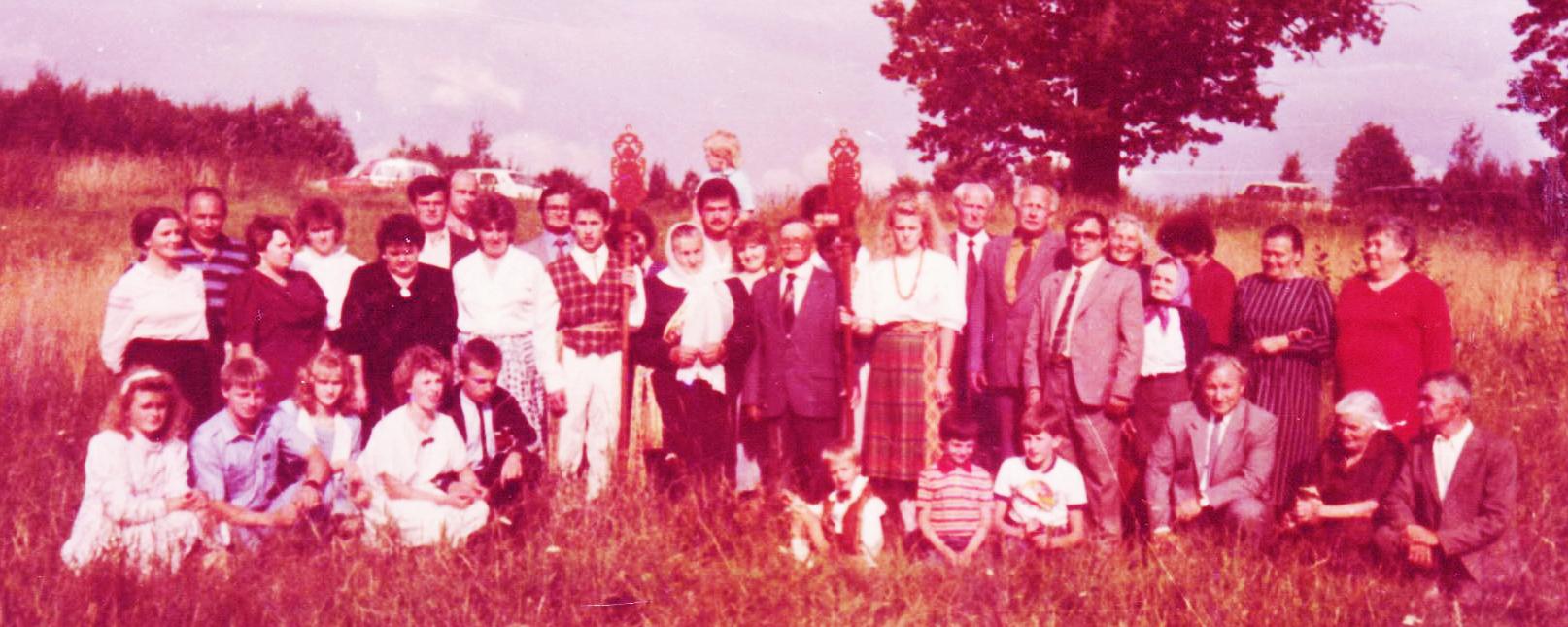 Bendikienes Noreikaites gimtoje žemeje Kiaukuose susitikimas prie Ažuolo Copy